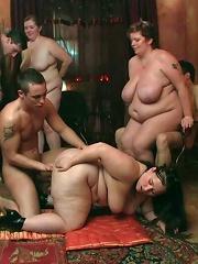 Big asses on these plumper sluts in a bar